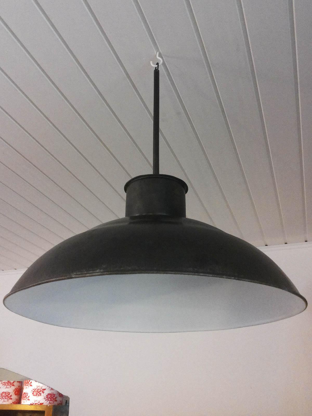 plafonnier suspendu industriel la case d co. Black Bedroom Furniture Sets. Home Design Ideas