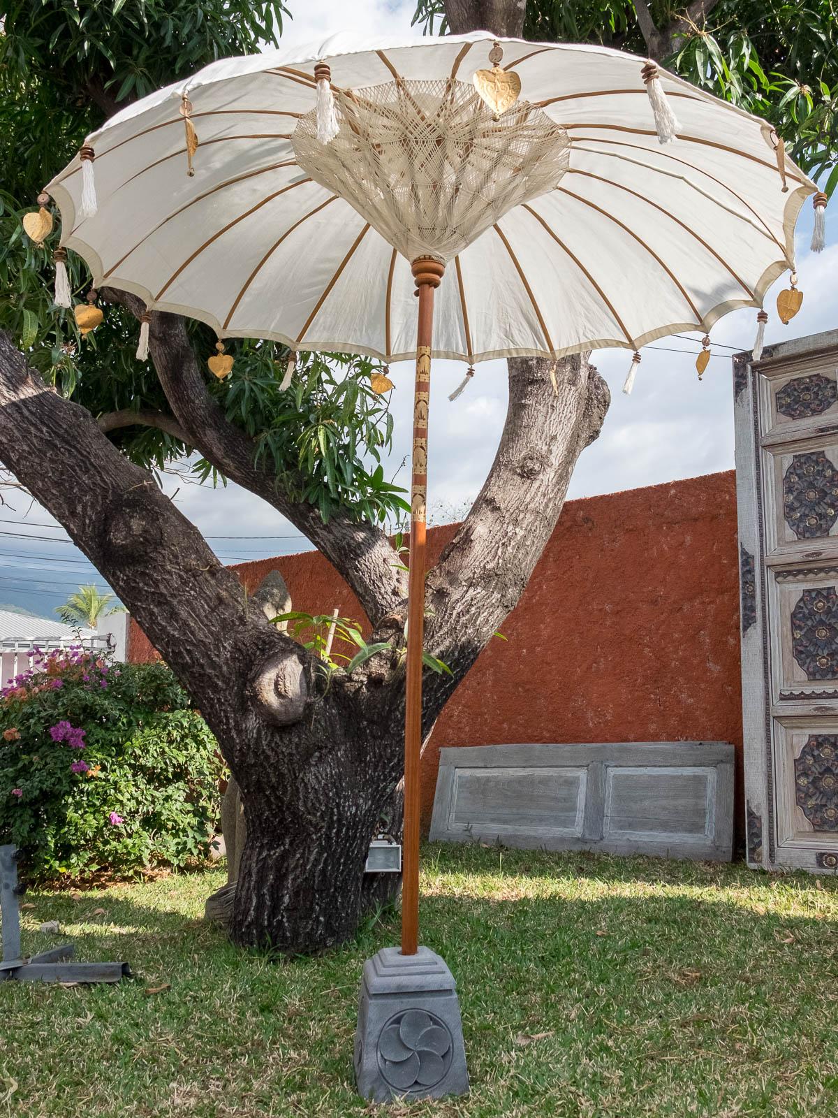 parasol balinais la case d co. Black Bedroom Furniture Sets. Home Design Ideas