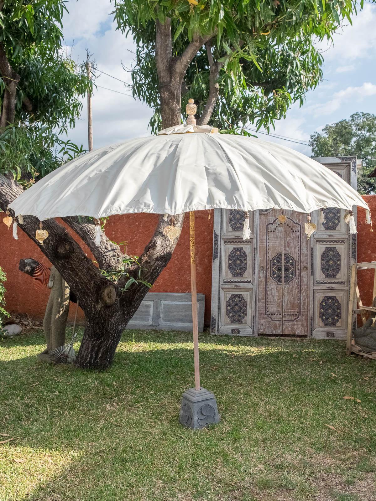 big parasol balinais waterproof la case d co. Black Bedroom Furniture Sets. Home Design Ideas
